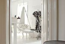 dream home : corners and open spaces / Dream home vignettes and settings.