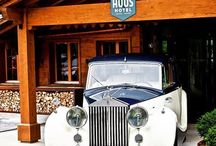 Cars @ HUUS Gstaad / All year around we spot beautiful cars. And we love to lend you one of our Range Rovers so you can check out the region