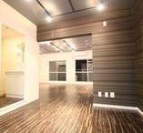 """SAFARI LIFE/グリーンヒルズ志木 / 当ラボよりお客様へご提案させていただいたの施工例です! 当施工のデザインコンセプトは・・・ 「大胆に色づけされた壁に、アッと驚くお部屋です。」 『 """"2階調の緑色と、アースカラーで配色された織のようなアクセントクロスが、力強い印象を与えます。それでもしつこくなく上品に感じられるのは、清潔感のある白い壁と、絶妙な色合いのグレーの天井が部屋全体を調和させているから。アフリカの荒野のような生命力あふれる色彩が、あなたの暮らしを明るく演出します。""""』"""