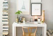 Home: Office & Desk Inspiration / Make your home office or desk a super inspiring place to work with this gorgeous desk-spo and desk inspiration!