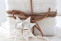 ♢ Paper Wrapping / I love decorating gifts with paper stars and modern paper folded decorations. #DIY #Gift Wrap #Wrapping Gifts #Christmas Wrapping #Ideas #Inspiration #Homemade Wrapping / Inspiration til brug af flettestjerner og origami som gavedekoration. /