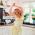 Dance with me! / OMDAT DANSEN JE EEN ENORM GELUKSGEVOEL GEEFT! Als je danst voel je je vrij, zorgeloos, blij, energiek en fully a life! Er is geen betere manier om vanuit je hoofd in je lichaam te komen. Dansen is een uiting van vrolijkheid, blij zijn en je goed voelen. Ik zal je dan motiveren om dansen een onderdeel te maken van jouw dagelijkse leven. Vraag nu jouw gratis 'Dance with me' session aan! https://members.missnatural.nl/dancewithme/