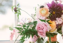 Flowers / Florals styled creatively, pretty flowers, floral arrangements / by Linea Mae