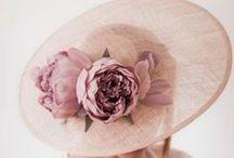 Chapeaux de mariage / Une sélection de chapeaux idéale pour le jour J. Retrouvez plus d'inspiration mariage sur www.zankyou.fr