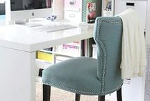 Home Office Inspiration For Solopreneurs / Pinterest office Inspiration for female entrepreneurs working from home. Home office design and home decor tips and ideas for girl bosses and digital nomads. Desk design and furniture placement. Home decor ideas for bloggers and online entrepreneurs.