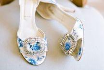 DELFT BLUE weddings / {wedding planning} wedding inspiration from Delft ceramic vases and blue French toile : qualcosa di blu, idee per un matrimonio in blu fresco ispirato alle ceramiche olandesi e danesi e alla toile de jouy francese