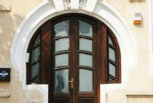 Doors/Windows / by Joyce Harding Thompson