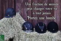 Casques et bombes / La Sellerie de la Chambrière offre une variété de casques et bombes pour tous les goûts!