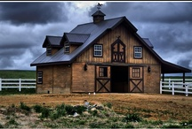 Barns / Old barns are beautiful. It has always been a dream to renovate an old barn and make one into my farm house.