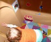 La Maison en carton Wiplii made in UK by Monkey and Mouse / Même au Royaume Uni, les jouets Wiplii envahissent les maisons ! Ici la maison en carton géante de la blogueuse Monkey and Mouse (http://monkeyandmouse.co.uk/cardboard-house-review-and-giveaway/). Un joli petit refuge où s'amuser et vivre plein d'expériences !