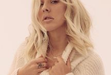 ELLIE GOULDING / She's really pretty, and oh so talented..
