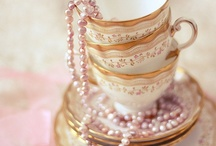 Trend Alert - Pink & Gold / Pink and gold color combo is HOT right now in fashion, home decor and parties!