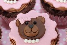 Panquecitos y mini pasteles. / Intento hacer lo mejor que puedo con los sabores y decoracion.