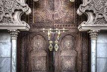 Doors / Doors: portals to amazing destinations.