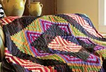 Log Cabin Quilt Patterns / If you're looking for a great log cabin quilt pattern idea, you've come to the right place! We love log cabin quilts of all types. From the basic log cabin quilt block to advanced and creative log cabin quilt layouts, we're gathering photos here to inspire you. You'll love these log cabin quilt designs!