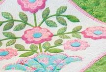 Appliqué Quilt Patterns and Free Appliqué Quilt Patterns / Appliqued quilt fans, here are your patterns! Whether you make primarily applique quilts, dabble in applique as an occasional technique, or simply admire the artistry of appliqued quilts, there are projects here to inspire you!
