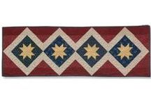 Table Runners and Other Table Quilt Patterns / Quilters are always searching for good table runner quilt patterns. They're great for home decor and for gift quilting. This board also includes free table runner quilt patterns, place mat quilt patterns, and other table quilt patterns.