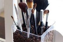 Make Up: Brushes & Storage