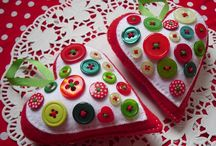 Christmas Ornaments / What about a handmade Christmas? Start by making your own ornaments! Get the kids on it too!