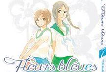 Fleurs Bleues / Fumi et Aki-chan étaient très proches à la maternelle, mais elles ont grandies séparément et, lorsqu'elles se croisent un matin sur le chemin de leurs lycées respectifs, ce sont deux personnalités très différentes qui se heurtent, et se retrouvent immédiatement. Mais alors qu'une nouvelle intimité se crée entre les deux filles, des histoires d'amour éclosent autour d'elles et les entraînent dans une valse de sentiments complexes...