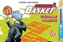 """Kuroko's Basket / C'est la rentrée au club de basket-ball du lycée Seirin et cette année, deux rookies se démarquent… D'un côté, le volcanique Taiga Kagami, fraîchement revenu des États-Unis où il a fait ses armes sous les arceaux. De l'autre, le chétif et très effacé Tetsuya Kuroko dont on murmure qu'il aurait fait partie de l'équipe de basket du collège Teikô, la légendaire """"Génération Miracle"""" ! Et si ces deux joueurs que tout oppose étaient amenés à se compléter à merveille sur le terrain ?"""