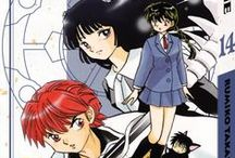 Rinne / Depuis que, tout petite, elle s'est perdue dans un monde étrange, Sakura Mamiya a le pouvoir de voir les fantômes. Quoique habituée à ces apparitions étranges, quelle n'est pas sa surprise quand elle voit un élève de sa classe, Rinne Rokudô, se transformer en spectre pour vaincre un esprit enragé. Elle apprend alors que cet étudiant sans le sou et toujours absent a la mission d'amener les âmes récalcitrantes jusqu'à la roue de la réincarnation, où les attend leur prochaine vie.