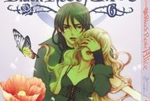 Black Rose Alice / Vienne, 1908. Dimitri, un jeune chanteur d'opéra, se relève d'un accident mortel. Peu après, suicides et morts étranges se multiplient dans son entourage alors qu'un mystérieux personnage l'approche avec de terrifiantes révélations...  Tokyo, 2008. Azusa, une jeune enseignante vit une douloureuse aventure avec un de ses élèves, jusqu'au jour où un drame vient bouleverser son existence. Setona Mizushiro revisite le mythe du vampire dans un opéra macabre par delà le temps et la mort.