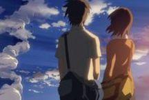 5 cm per second / Takaki et Akari sont des élèves de primaire que leur amour de la lecture a rapprochés. Mais un jour, la jeune fille déménage à Tochigi, au nord de Tokyo. Les deux amis commencent alors à s'échanger des lettres. Lorsque Takaki s'apprête lui aussi à déménager pour Kagoshima, au sud du pays, il décide d'aller rendre visite une dernière fois à son amie, un soir d'hiver…
