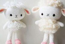 Crochet et Tricot / by Natalie Jones