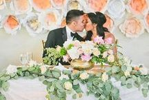Head Wedding Table / The head wedding table is the focal point of the reception and showcases the newlyweds and their wedding party. Dress up your head table as a reflection of your personality with these head table decorations and ideas.