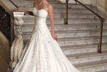 Obligatory Wedding Board / by Jemma Sabokrouh