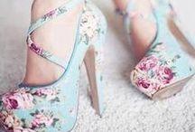 かかとの高い靴