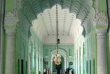 Enticing Entrys & Foyers / by Jayne Kotey