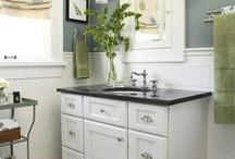 Black & White Vintage Bathroom / by Rebecca Lynch