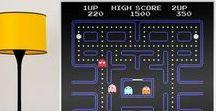 VINILOS DE VIDEOJUEGOS / Los clásicos arcade para tu pared. El Space Invaders, el Tetris, el Pac-Man, bola número 8... Te ofrecemos la posibilidad de adquirir estos vinilos decorativos por separado o en cómodos kits, para que su instalación sea más sencilla y cómoda. Decora con clásicos que no pasan de moda.