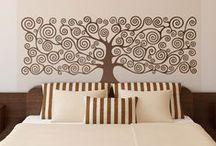 VINILOS CABECERO CAMA / Vinilos de pared de cabeceros de cama. Aquí tienes la mejor selección para la decoración de tu dormitorio, elige entre nuestra gama de cabeceros cual es el que más te gusta.