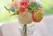 Fabric Flowers / Learn how to make gorgeous flowers from felt and other beautiful fabrics