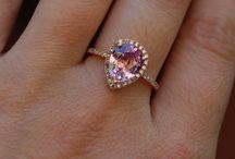 Pretty Jewelry / by Bobbie