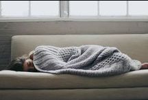 Mantas para tu sofá / Nos encantan las mantas. De lana, de piel, sintéticas, de ganchillo... pueden alegrar un sofá y sobre todo serte muy útiles para las tardes de SPM (sofá, peli y manta) en invierno. Aquí te dejamos algunas de nuestras preferidas!