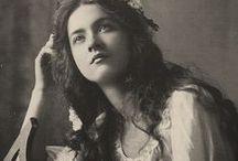 V I C T O R I A N / Victorian era photography inspiration