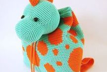 Knitted and Crocheted Bags / Knitting projects, patterns and tutorials for bags of all sizes and styles.