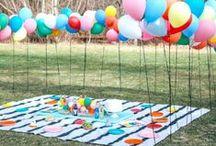 Gartenparty / Tischdeko für die Outdoorparty und die Sommerparty. Ideen für Blumendeko und Party Beleuchtung. Außerdem Ideen für Sitzecken im Garten.