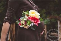 Motherhood + Bump Photos / Ideas and inspiration for maternity photos with siblings, husband and other family members.