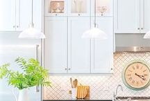 Kitchen / Classic gorgeous kitchens featuring amazing pendants, backsplash ideas, kitchen cabinet styles and colors, cabinet design, kitchen flooring and flooring ideas.