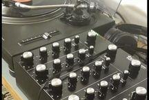 Dj Music / Como vivo y comparto la musica, el mundo de las mezclas, el house, el electro, en vinilo siempre que puedo. En mi equipo DJ siempre unos SL1200, mixer el que sea pero soñando con un Rotary, con eso y una buena coleccion de vinilos disfruto mezclando.