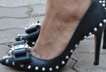 Amor por calçados / Quem aqui pensa que é centopéia? Amo calçados, de rasteirinhas a saltos altíssimos!