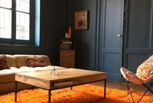 A table! / Zoom sur les tables basses et tables de salon : du bois, du métal, de la matière...pour une atmosphère la fois authentique et moderne. #tablebasse #coffeetable #tabledesalon #dinertable #meublesguibox