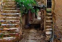 charming street scenes / Charming staircases, alleyways and cobblestone streets