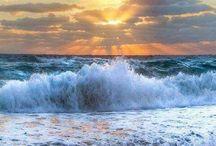 I love the sea! / I love the sea. It restores my spirit.