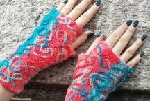How to Knit Mittens & Fingerless Gloves / If you've ever wondered how to knit mittens or how to knit fingerless gloves, this is the board for you! Cover up those fingers or let them shine with these fun and stylish patterns.